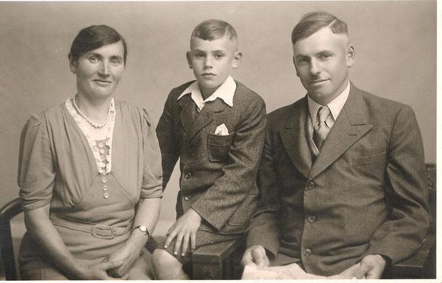 Katharina (geb. Kästel) und Karl Schneider mit Sohn Willi (Bild um 1946)