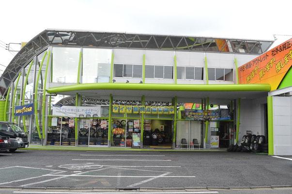 ビック・フット武蔵村山店正面玄関