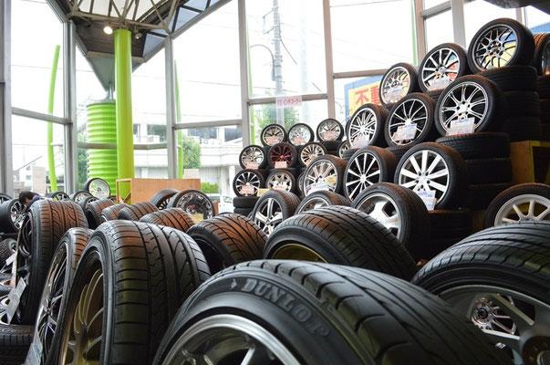 店内中古タイヤ・ホイールセット