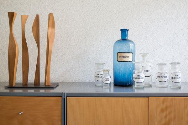 Dekorationselemente aus Glas und Holz