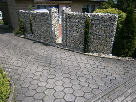Gabionen mit Garteneingang
