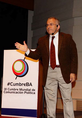 Jorge Sandoval en su conferencia de la Cumbre de Buenos Aires, Argentina.