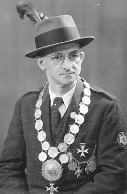 1943 Theo Koch   -KK