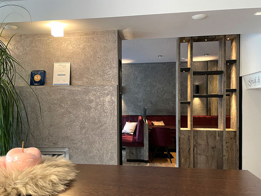 Installation und Montage von Deckenleuchten, Spots und Rauchnmelder im Emfpangsbereich des Gästehaus Thaler, Rietz