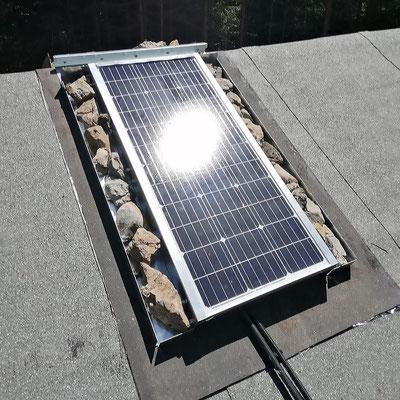 Montage und Installation einer 12V Solar-Inselanlage auf privater Almhütte im Lechtal