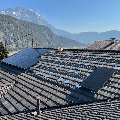 Montage und Inbetriebnahme 20kW Photovoltaik-Anlage im Gästehaus Thaler, Rietz