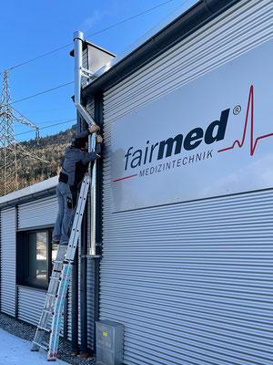 Montage und Installation von Kameras im Außenbereich von fairmed Medizintechnik, Rietz