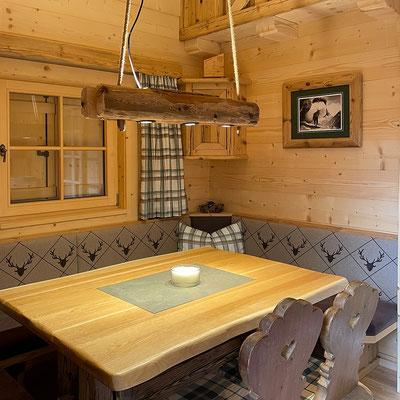 Installation von diversen Lampen (direktes und indirektes Licht) auf privater Almhütte im Lechtal