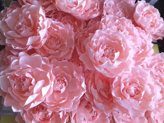 Roses couleur abricot en papier crépon atelier Maria'S Paris 2018