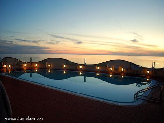 Vom Dach unseres Hotel, noch ein Blick in den Sonnenuntergang