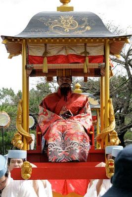 08-0010 首里城祭 古式行列 すいてぃんがなし(国王)