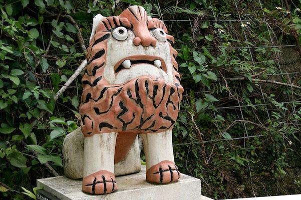 13-0005 首里真和志町 在住  知人 仲村さんの作品 首里のあちこちで見かけます