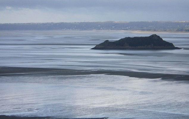 10-0042 モンサンミッシェルから眺めたサン・マロ湾 幻想的です