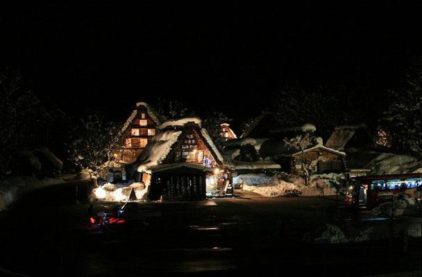 09-0041 白川郷集落のライトアップ