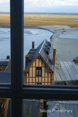10-0081 島内のホテル「レ・テラス・プーラール」の窓からの眺め