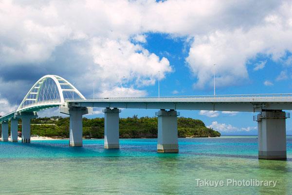 07d-0007 瀬底大橋と瀬底島