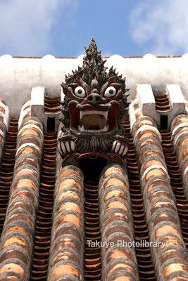 13-0023 北中城村中村家 在住 とても有名なシーサーです