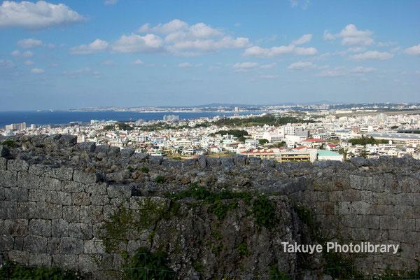 06c-0024 浦添城跡 東シナ海 牧港方面の眺望