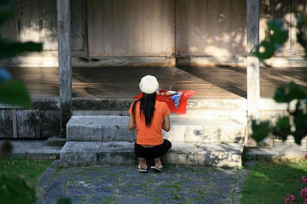 08-0011 弁財天堂でのウガミ(拝み)