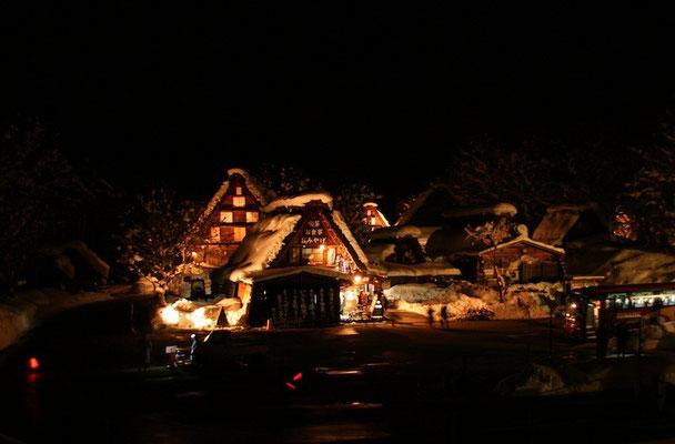 09-0042 白川郷集落のライトアップ