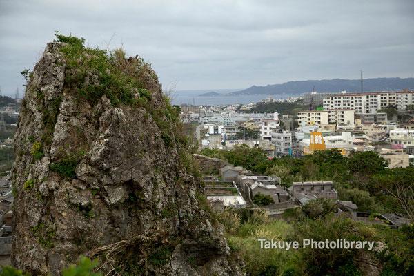 06c-0005 浦添城跡の最東端にある「ハナリジー」別名:為朝岩
