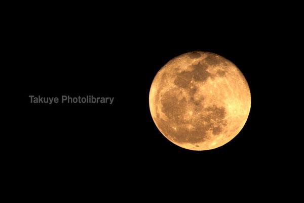 07c-0011 オレンジの月