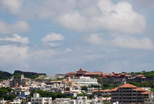 01-0037 末吉宮から望む首里城