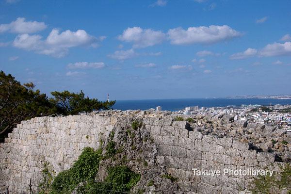 06c-0025 浦添城跡 東シナ海 牧港方面の眺望