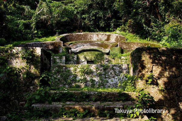 08-0037 宜野湾御殿の墓 最も古い形式の亀甲墓