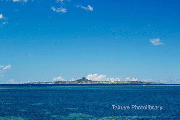 07d-0012 備瀬崎から望む伊江島