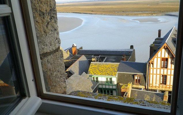 10-0037 島内のホテル「レ・テラス・プーラール」の窓からの眺め
