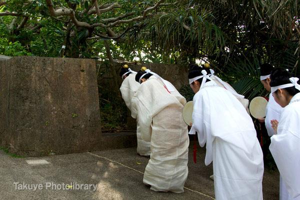 01d-0005 首里城祭祀 百人御物参 京の内にある御嶽を巡拝