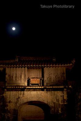 01-0069 首里城 歓会門 ライトアップ