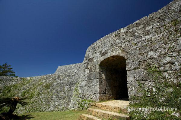 05-0019 二の郭(にのくるわ)のアーチ門。