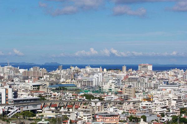 88-0007 渡名喜島(右端) 首里 北森御嶽(ニシムイウタキ)からの眺望