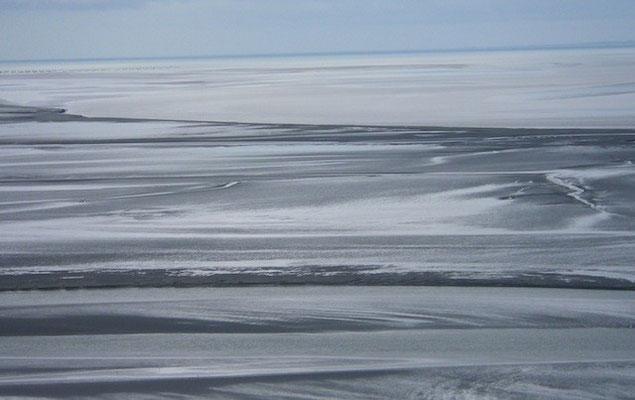 10-0043 モンサンミッシェルから眺めたサン・マロ湾 幻想的です
