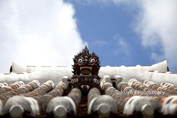 13-0024 北中城村中村家 在住 とても有名なシーサーです
