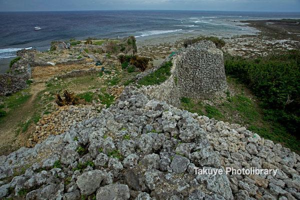 06d-0005 二の郭から一の郭、先には東シナ海