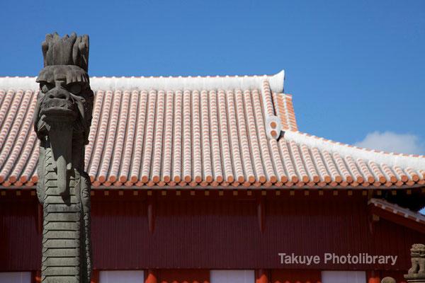 01-0053 首里城 龍柱と北殿の屋根