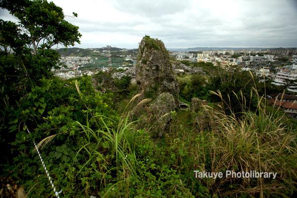 06c-0007 浦添城跡の最東端にある「ハナリジー」別名:為朝岩