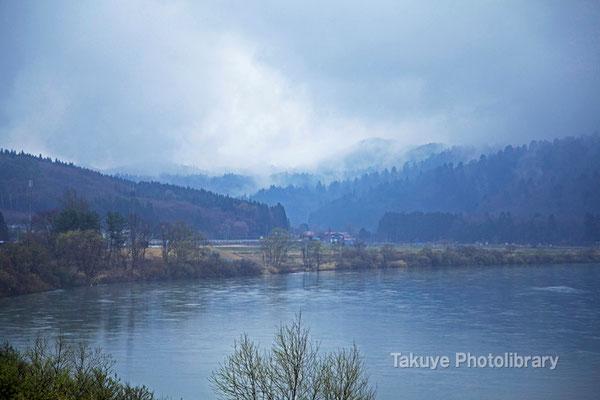 09-0067 雨の米代川-秋田県