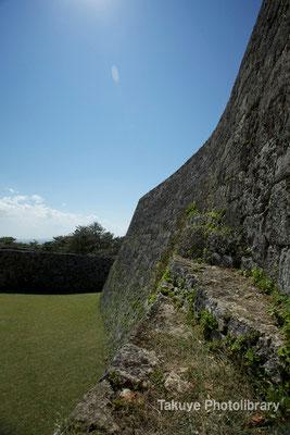 05-0010 一の郭の門から見た二の郭 城壁