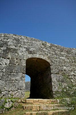 05-0020 二の郭のアーチ門 楔打ちは外に類例がない。築城の名手、護佐丸ならでは。
