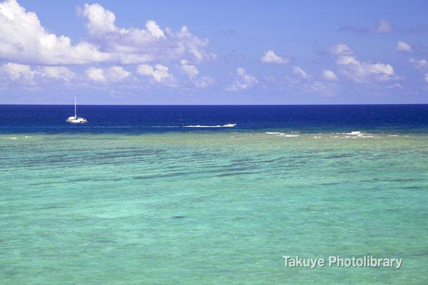 07-0095 七色に輝く沖縄の海