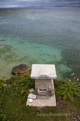 海に突き出たウガンジュ - 拝所