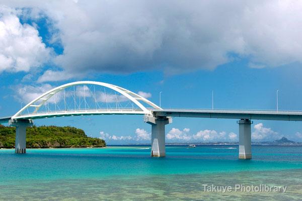 07d-0006 瀬底大橋と瀬底島