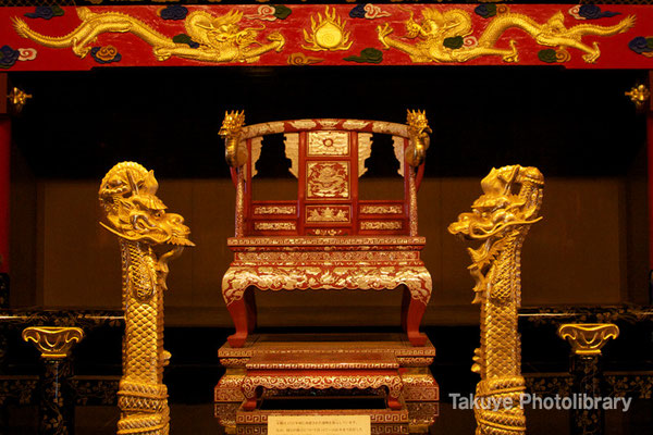 01-0048 御差床(うさすか)2階 国王が座る玉座