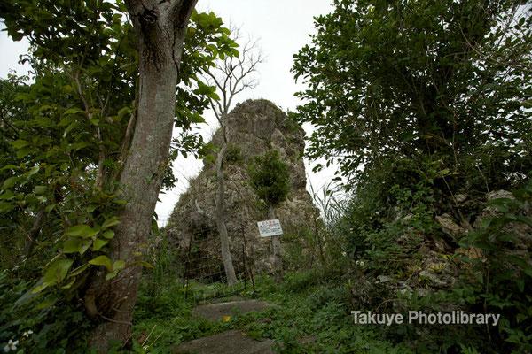 06c-0010 浦添城跡の最東端にある「ハナリジー」別名:為朝岩