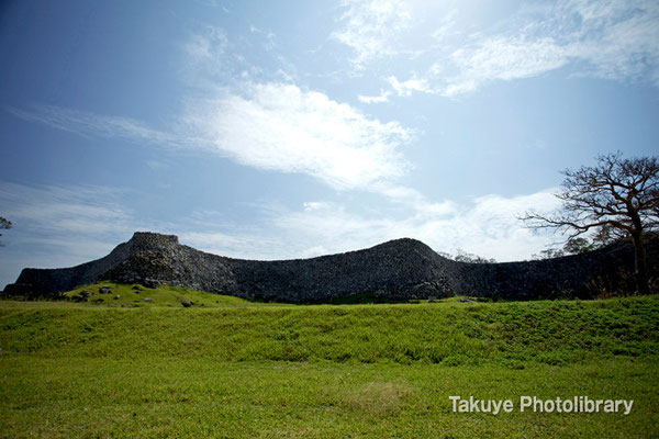 02-0019 大隅(ウーシミ)の堅牢な城壁 最も高く築かれている