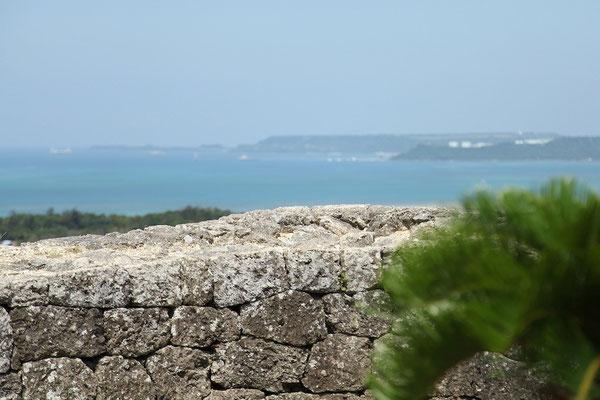 03-0005 北側城壁から望む平安座島と宮城島